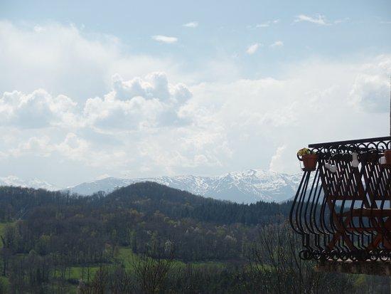 Foix, France: Uitzicht vanuit de gite, één kant ...het totaalzicht brengt nog meer van dat