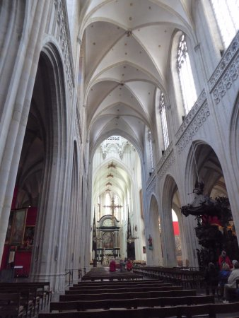 Liebfrauenkathedrale (Onze-Lieve-Vrouwekathedraal): Interior of Cathedral