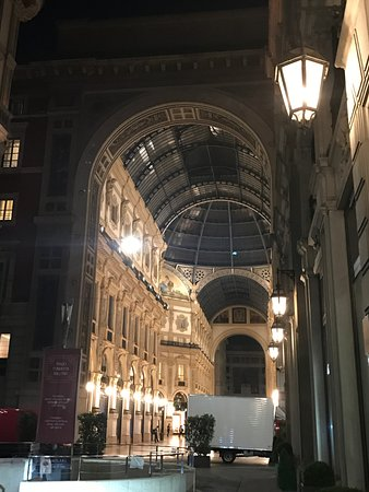Park Hyatt Milan: view from lobby into Galleria