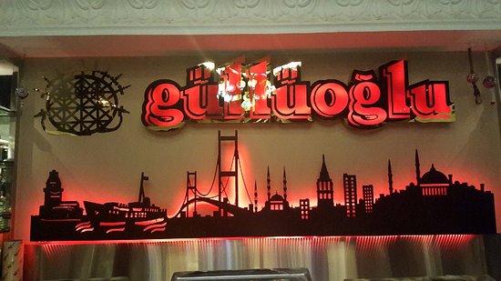 Gulluoglu: اسم المطعم وشعاره