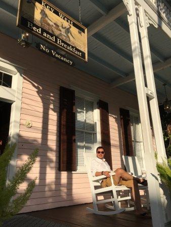 Key West Bed and Breakfast: Schaukelstuhl am Eingang