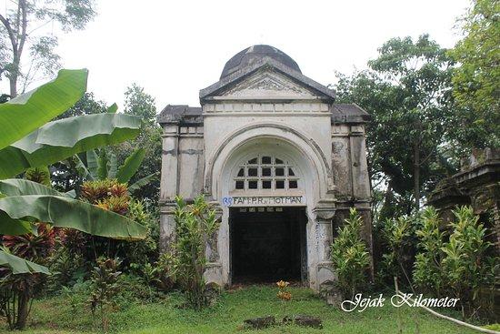 Van Motman Mausoleum