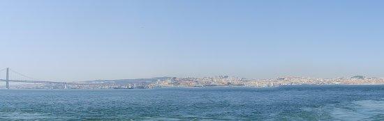 Cacilhas Guest Apartments: Vanuit Almada zie je Lissabon.
