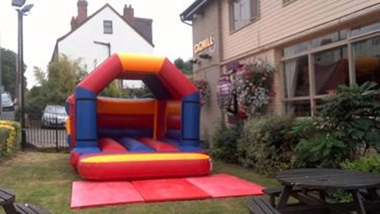 Stourbridge, UK: Family friendly pub with our own bouncy castle