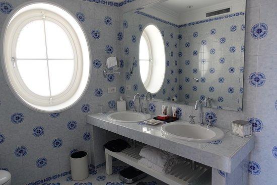 La Minerva: The Bath Room