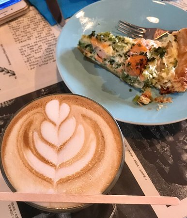 Aksum Coffee House : Latte and quiche for brunch - delish!