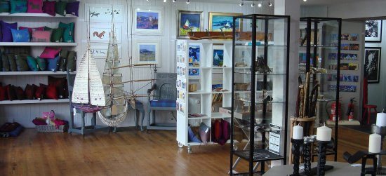 Aberfeldy, UK: Interior showing one of our mixed exhibition's.