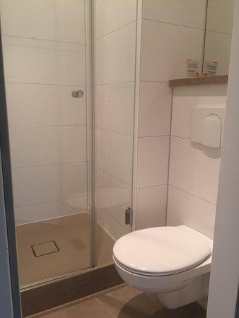 Kleinmachnow, Deutschland: Dusche u WC (Zimmer 310)