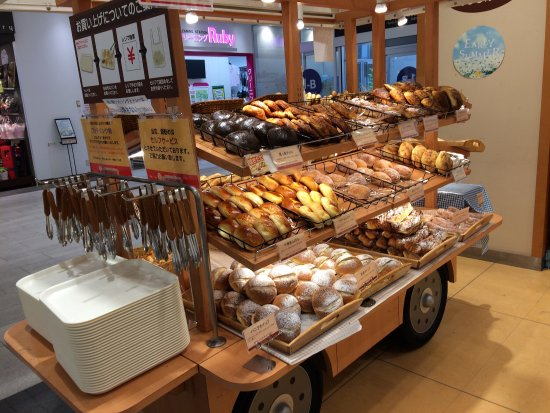 Hankyu Bakery & Cafe - Eraberu Oishisa 100yen Pan, Aeon Mall Kyoto: photo0.jpg