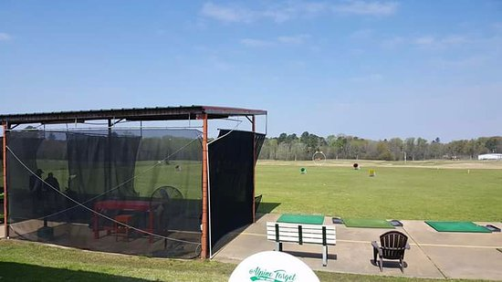 Longview, TX: Driving range with covered bays