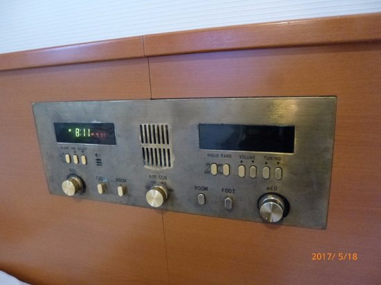 Suizenji Comfort Hotel: 昭和を感じるベッドのコントロールパネル