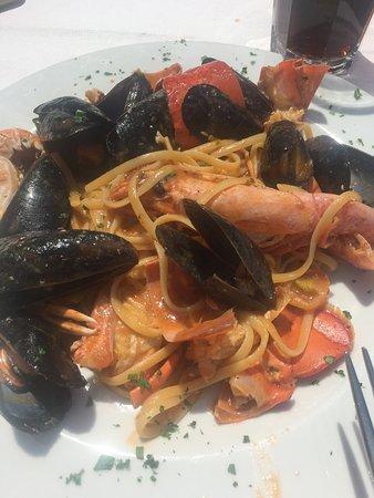 Basiglio, Italia: Pranzo al sole!