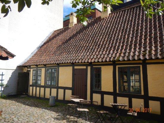 Hans Christian Andersen Museum : il giardino interno