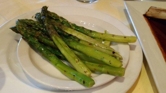 Rahway, Нью-Джерси: Grilled asparagus