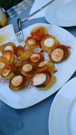 Mollet del Valles, Spania: Nuestras patatas bravas