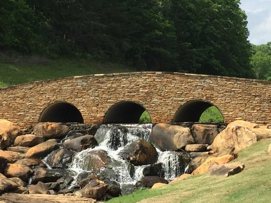 Rutherfordton, Carolina del Nord: Beautiful Stone Bridge at #17