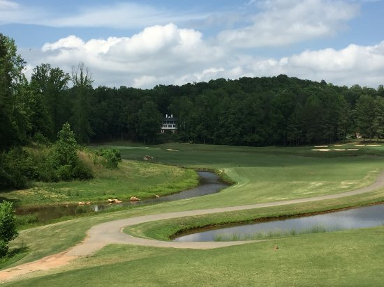Rutherfordton, Carolina del Nord: No. 11 - the creek begins to come in to play on the back 9