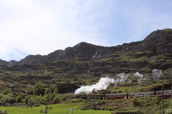 Blaenau Ffestiniog, UK: Steam train to the coast (within a 5 minute walk)