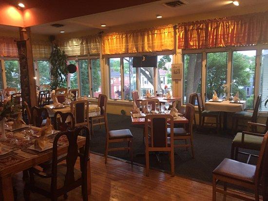 Staunton, VA: Restaurant and dining areas