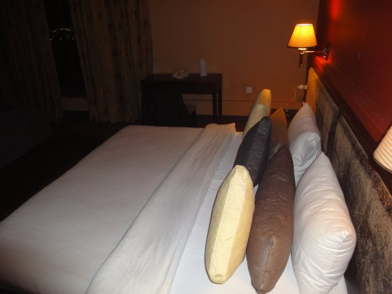 Hawalli, Kuwait: Large Bed