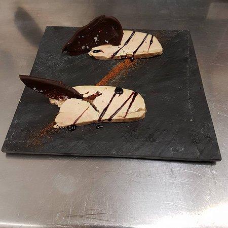 Vernet-Les-Bains, Prancis: foie gras de canard au MAURY GRIOTTE DU DOMAINE VICTOR, chocolat noir piment d'espellette