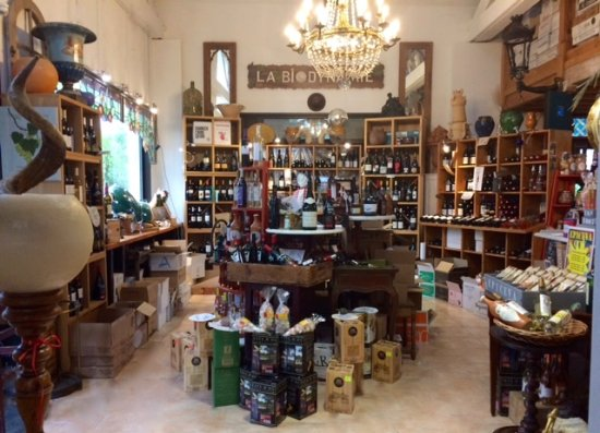 Mirepoix, Frankrike: intérieur du restaurant et cave à vins