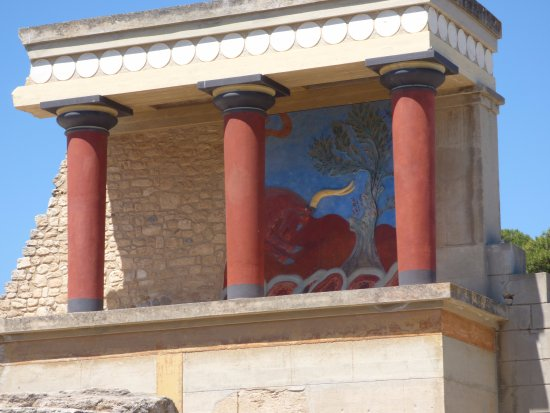 Knossos Archaeological Site: Mural of bull
