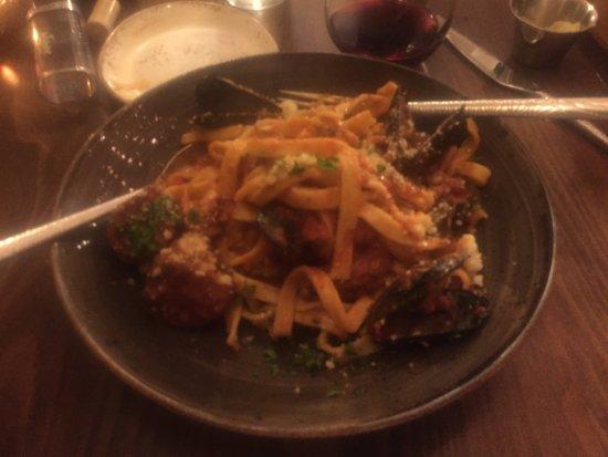 "Irwin, Pensilvanya: Tagliatelle: ""Fettuccine Pasta"", Shrimp, Scallops, Calamari, Mussels, Spicy Marinara"