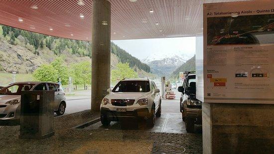 Piotta, Switzerland: Tankbereich