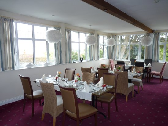 Northfield Hotel: one of the breakfast rooms