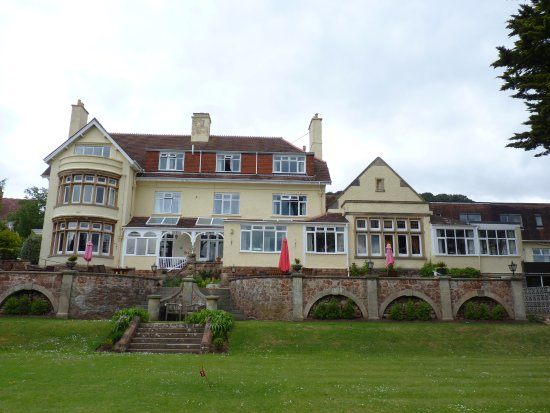 Northfield Hotel: hotel from the garden