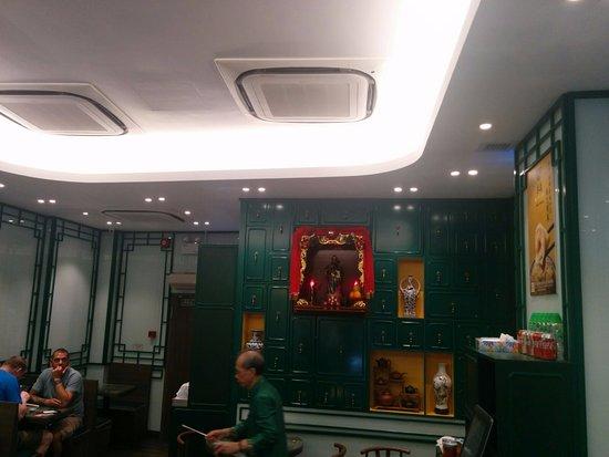 Elegant Maku0027s Noodle (Mak Un Kee): Green Distinctive Interiors