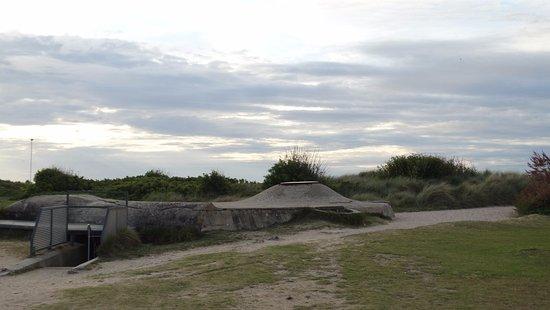 Courseulles-sur-Mer, Frankrig: Bunker in de duinen.