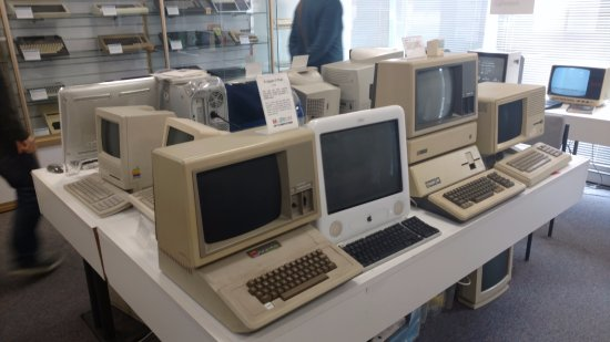 Swindon, UK: Operational Apple and other computers