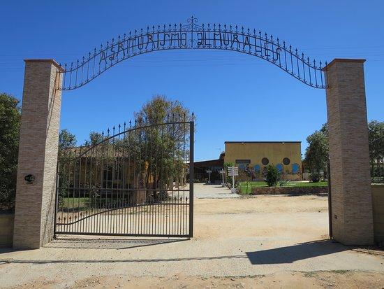 Capoterra, Italien: Einfahrt zum Agriturismo