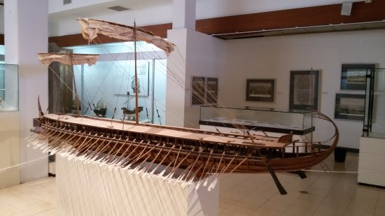 National Maritime Museum : A rowboat in 3 floors