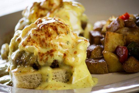 Hurst, تكساس: Eggs Benedict on Sunday Brunch