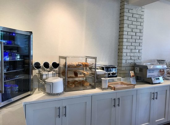 Best Western Plus Yacht Harbor Inn: Breakfast room
