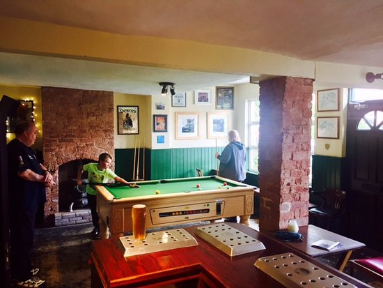 Wellington, UK: Relax in the games room.