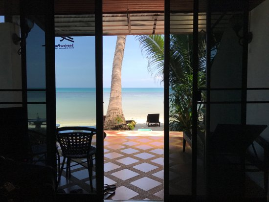 Seaview Paradise Resort Hotel: Beach front room