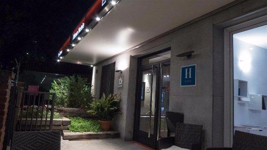 Tres Torres Atiram Hotel Photo