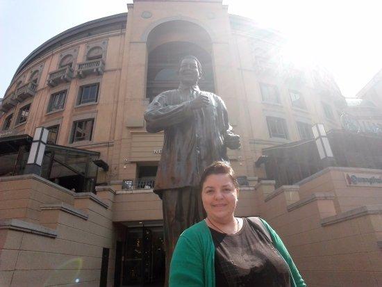 Sandton, Afrika Selatan: Nelson Mandela Square
