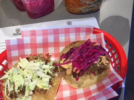Traralgon, Australie : Two of the best....the pork and beef tacos!!