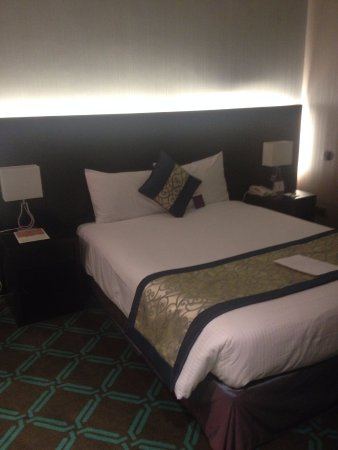Mercure Abu Dhabi Centre Hotel: Double Bed