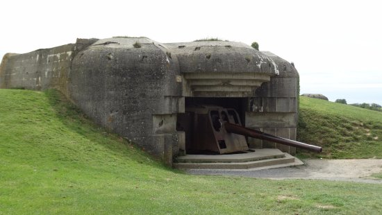 Longues-sur-Mer, Francia: Bunker met geschut