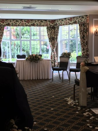 Gerrards Cross, UK: Bulstrode suite prepared for ceremony