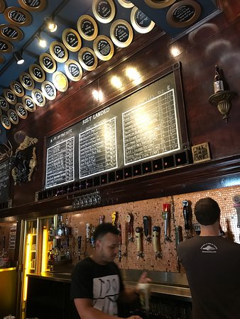 Flying Saucer Draught Emporium : Very cool craft beer establishment with great food.