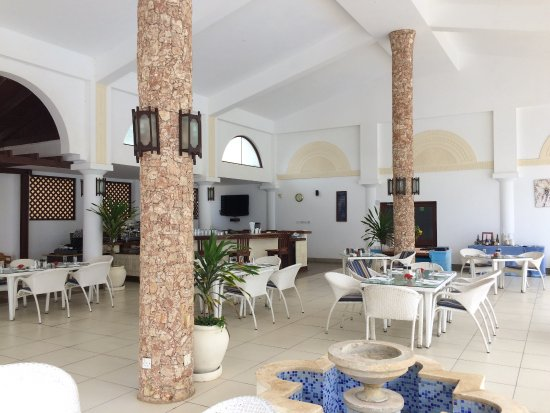Le Cafe at Lantana Galu Beach: 餐廳裡面