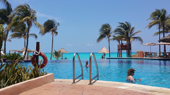 Grand Fiesta Americana Coral Beach Cancun: Infinity pool
