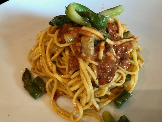 Chiasso, Schweiz: spaghetti al ricci di mare